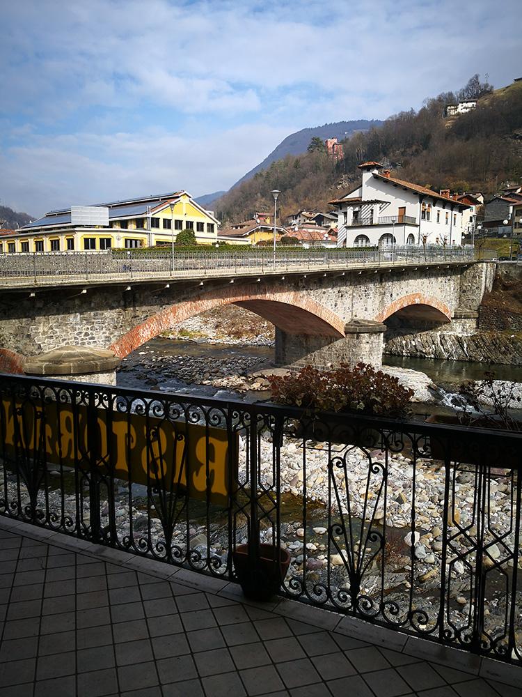 balconata esterna sul fiume Brembo 2