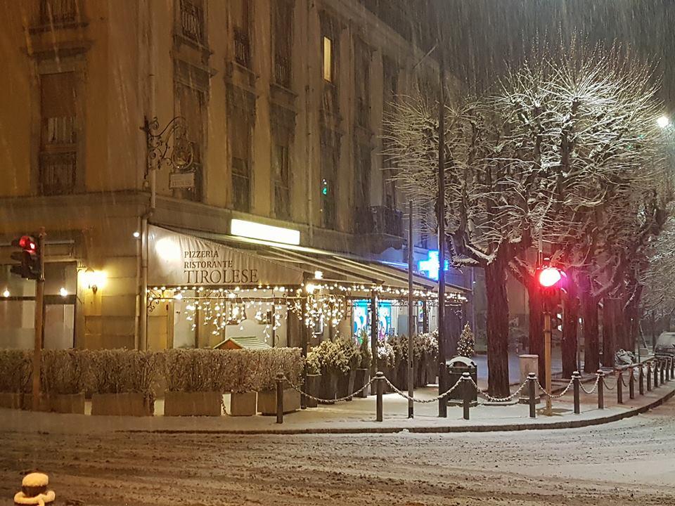 esterno sulla via principale con neve 2